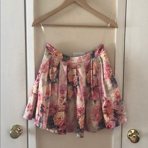 Floral mini skirt with tulle fluffing